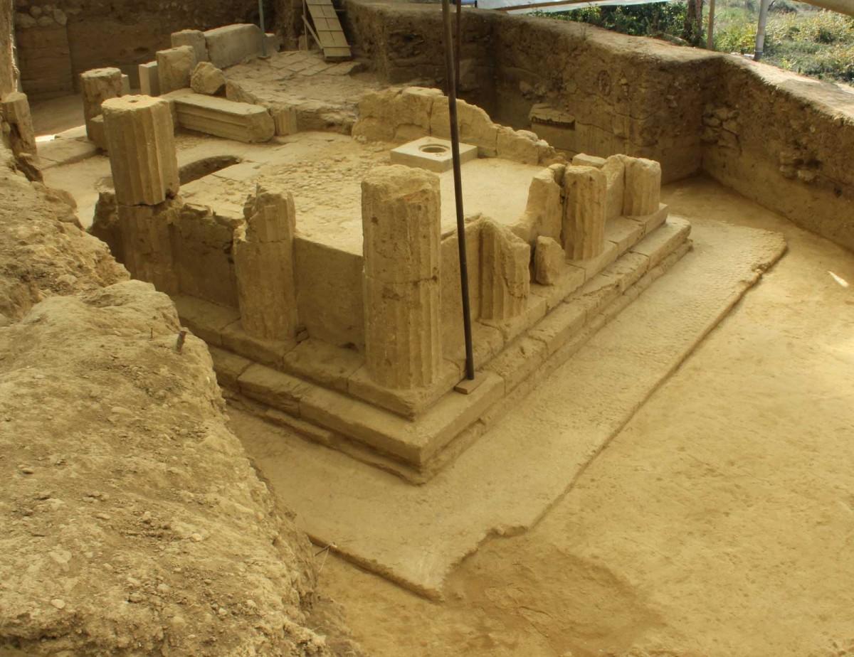 Εικ. 16. Άποψη του ναού του Ασκληπιού και της Υγείας, από ΒΑ.