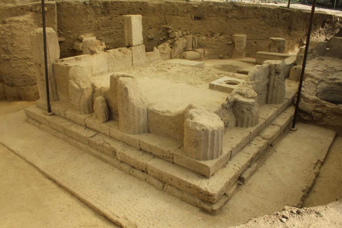 Εικ. 18. Άποψη του ναού του Ασκληπιού και της Υγείας από ΒΔ.
