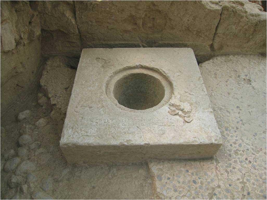 Εικ. 20. Άποψη του «θησαυρού» στο εσωτερικό του ναού (τέλος 4ου-αρχές 3ου αι. π.Χ.).