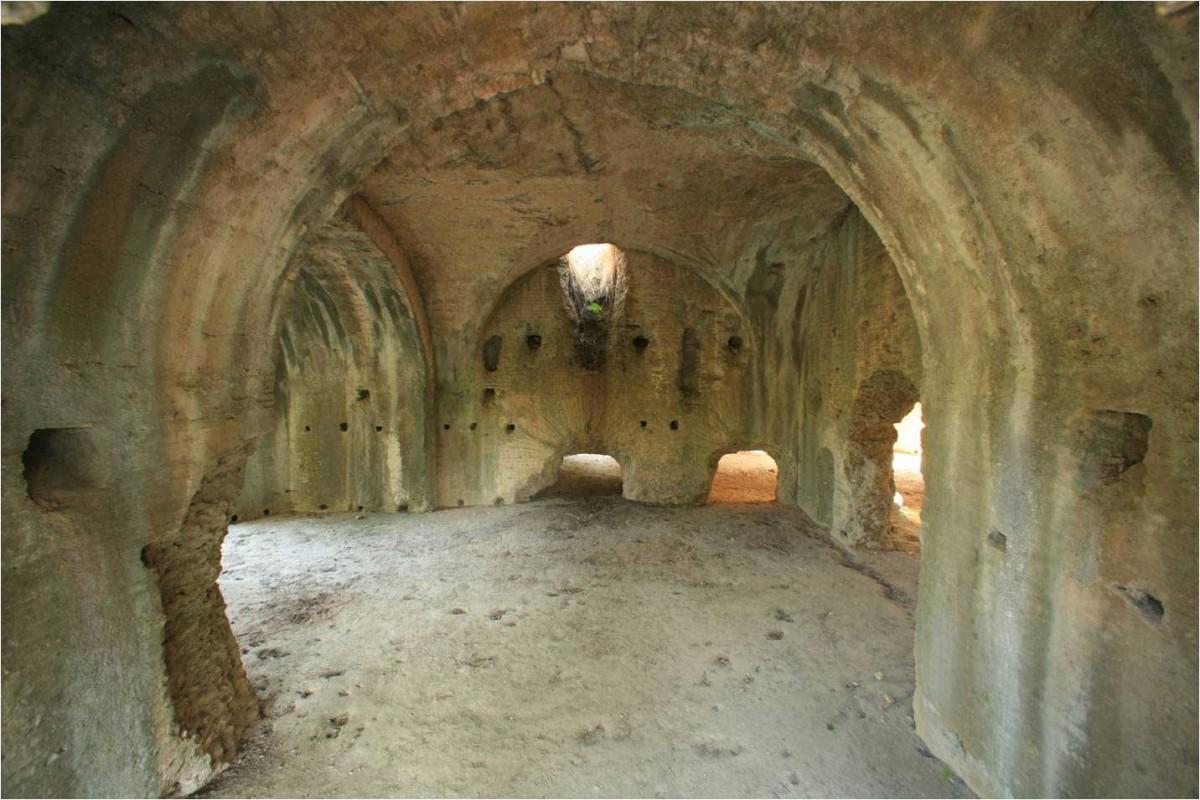 Εικ. 5. Άποψη του εσωτερικού των ρωμαϊκών θερμών στη θέση «Λουτρά».