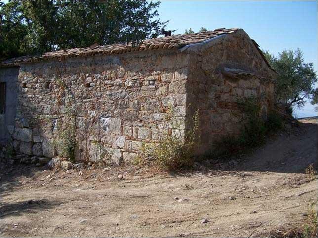 Εικ. 6. Άποψη της εκκλησίας της «Παναγίτσας», η οποία έχει οικοδομηθεί με αρχαίο οικοδομικό υλικό.