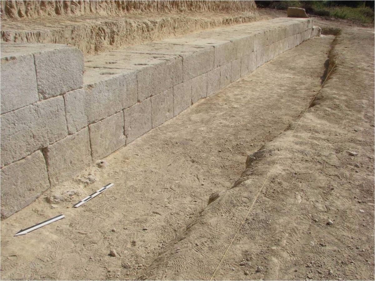 Εικ. 8. Αναλημματικός τοίχος 2. Άποψη από Β.