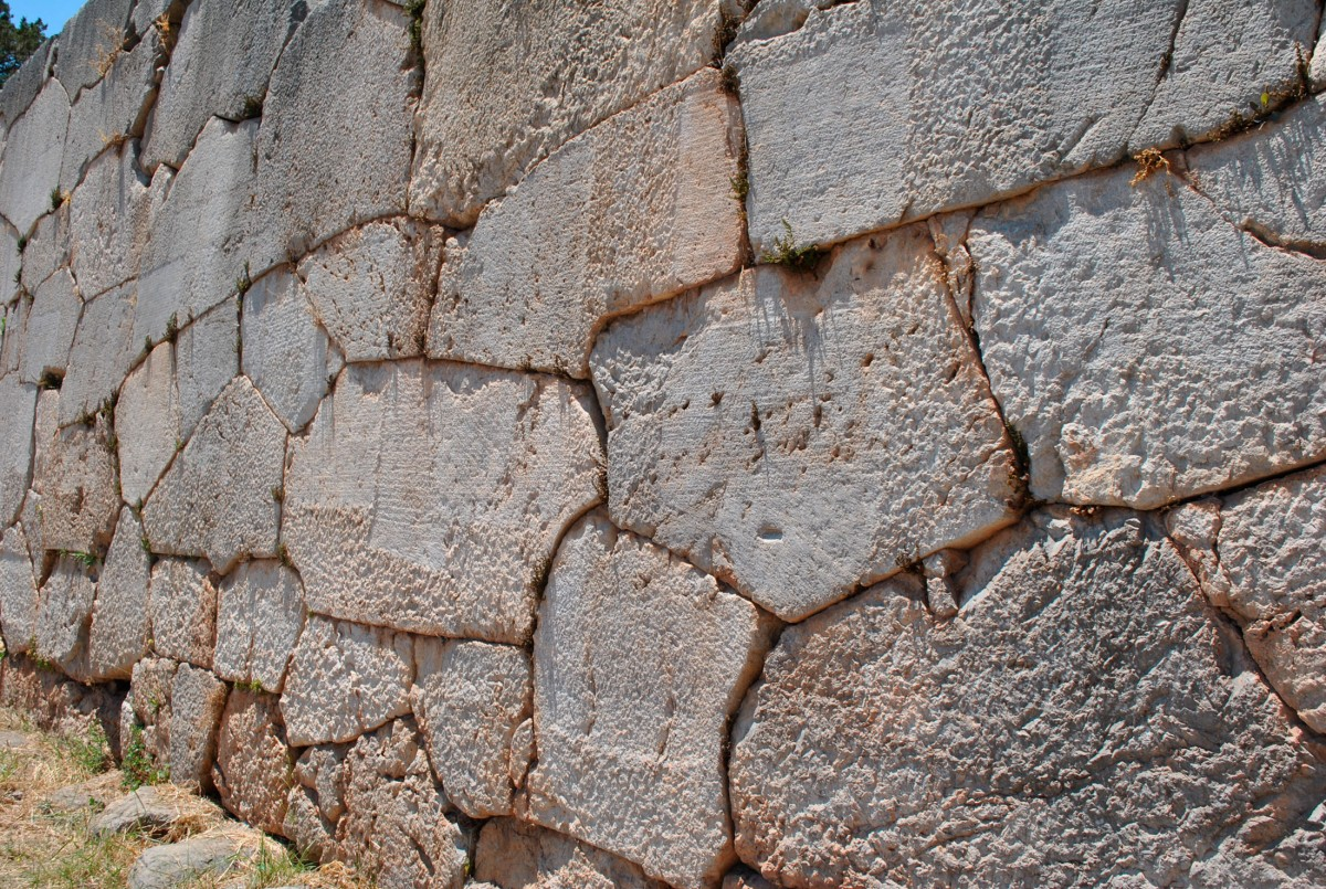 Εικ. 1. Τμήμα του πολυγωνικού τοίχου.
