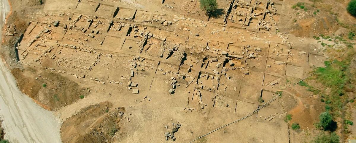 Εικ. 6. Οικιστικά κατάλοιπα στην περιοχή της Καλυδώνας.