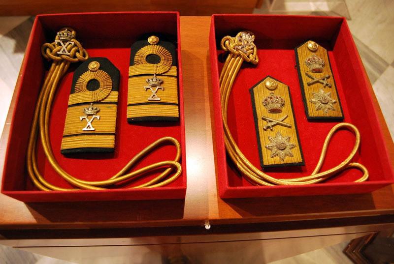 Επωμίδες της θερινής στολής του ναυάρχου Π. Κουντουριώτη.