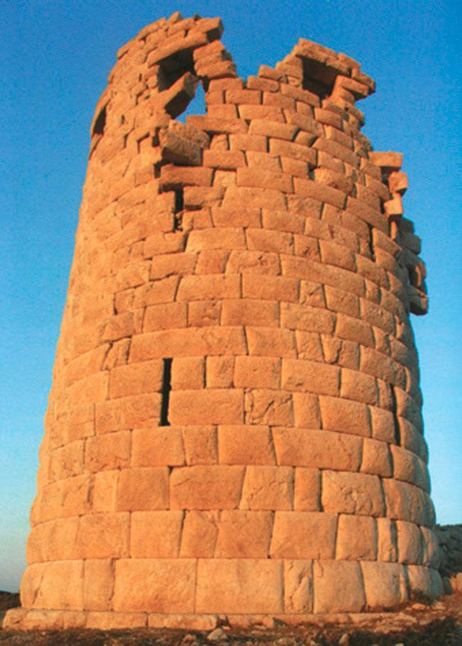 Ο πύργος του Δράκανου στην Ικαρία.