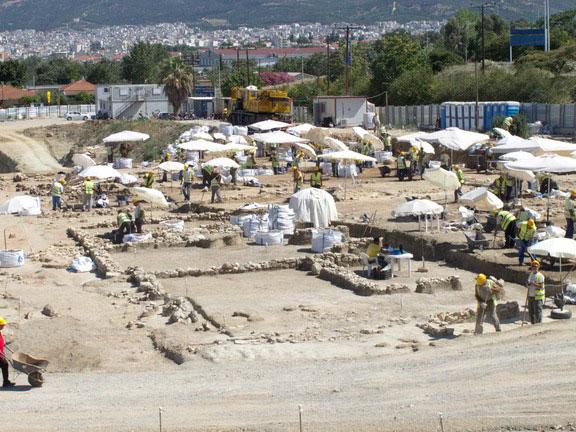 Η ανασκαφή στην περιοχή όπου πρόκειται να κατασκευαστεί το αμαξοστάσιο του μετρό στην Πυλαία, έφερε στο φως τμήμα ενός προκασσάνδρειου πολίσματος.