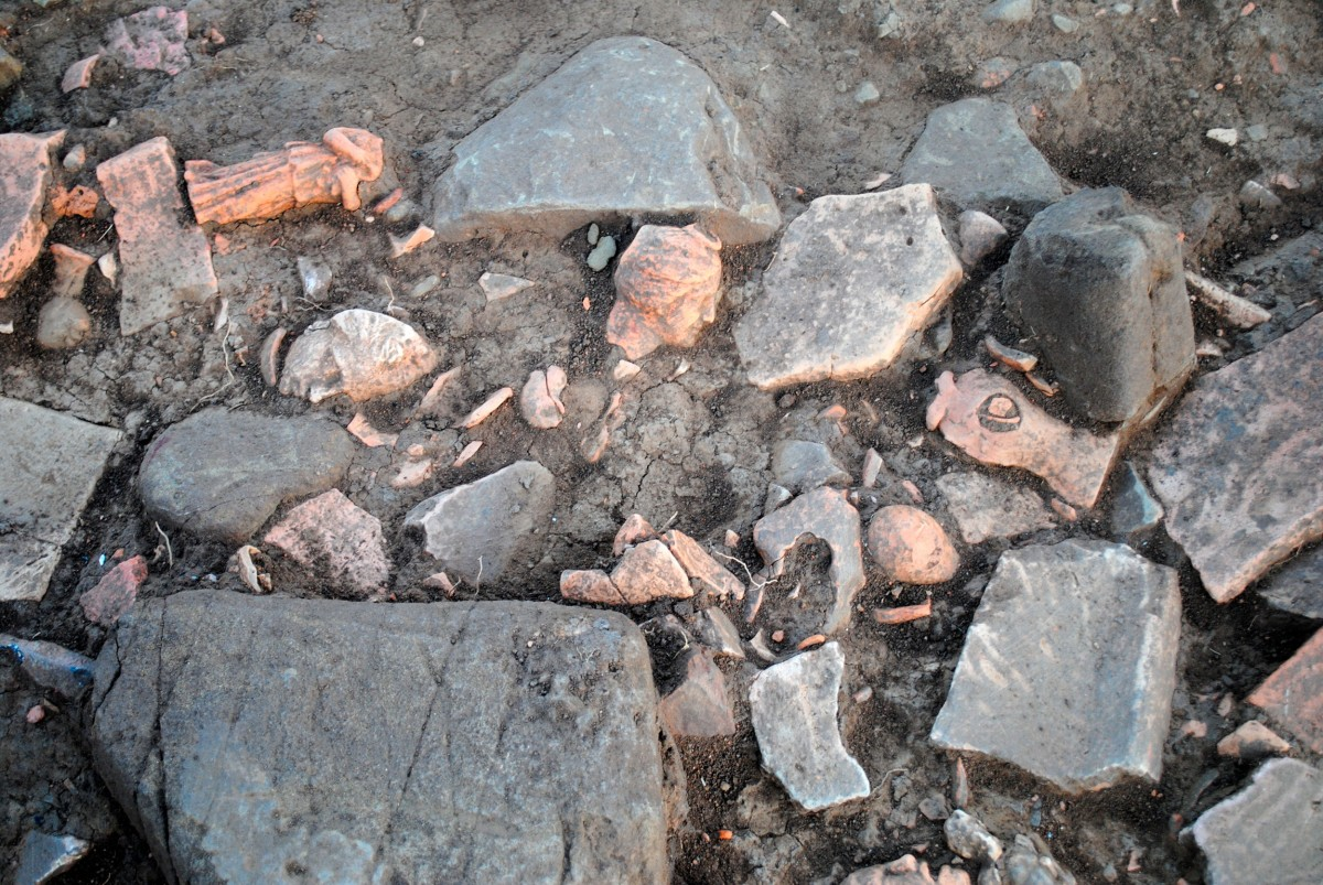 Εικ. 1. Λεπτομέρεια από την ανασκαφή του αποθέτη.