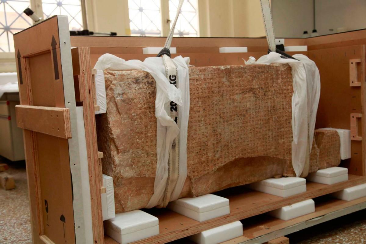 Ενεπίγραφη στήλη από το Θορικό. Επιγραφικό Μουσείο, Αθήνα.