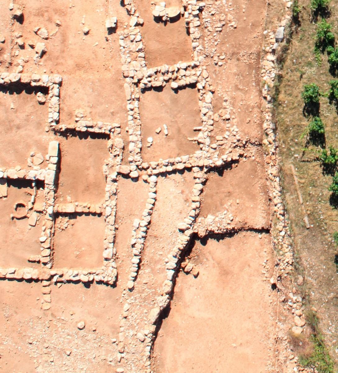 Εικ. 2. Αγροικία με πύργο στη θέση «Ταμπούρι».