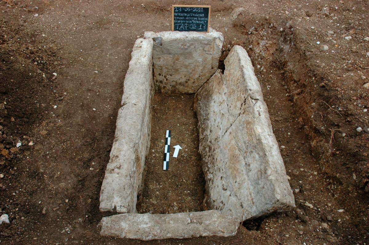 Εικ. 5. Κιβωτιόσχημος τάφος από το νεκροταφείο Ανακτορίου.