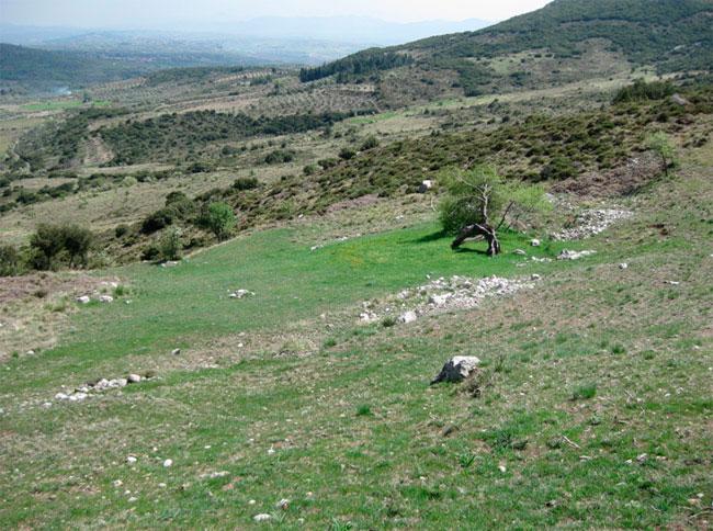 Άποψη από το χώρο, όπου βρίσκεται το αρχαίο θέατρο της Άσκρης.