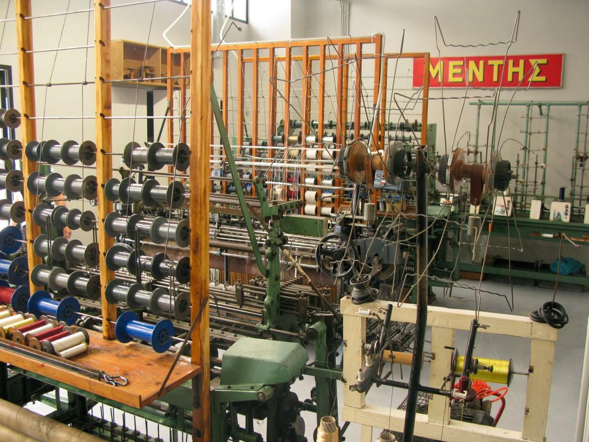 Ο ανακαινισμένος χώρος της βιοτεχνίας με τα μηχανήματα επεξεργασίας του μεταξιού (φωτ. Ντόρα Πικιώνη).