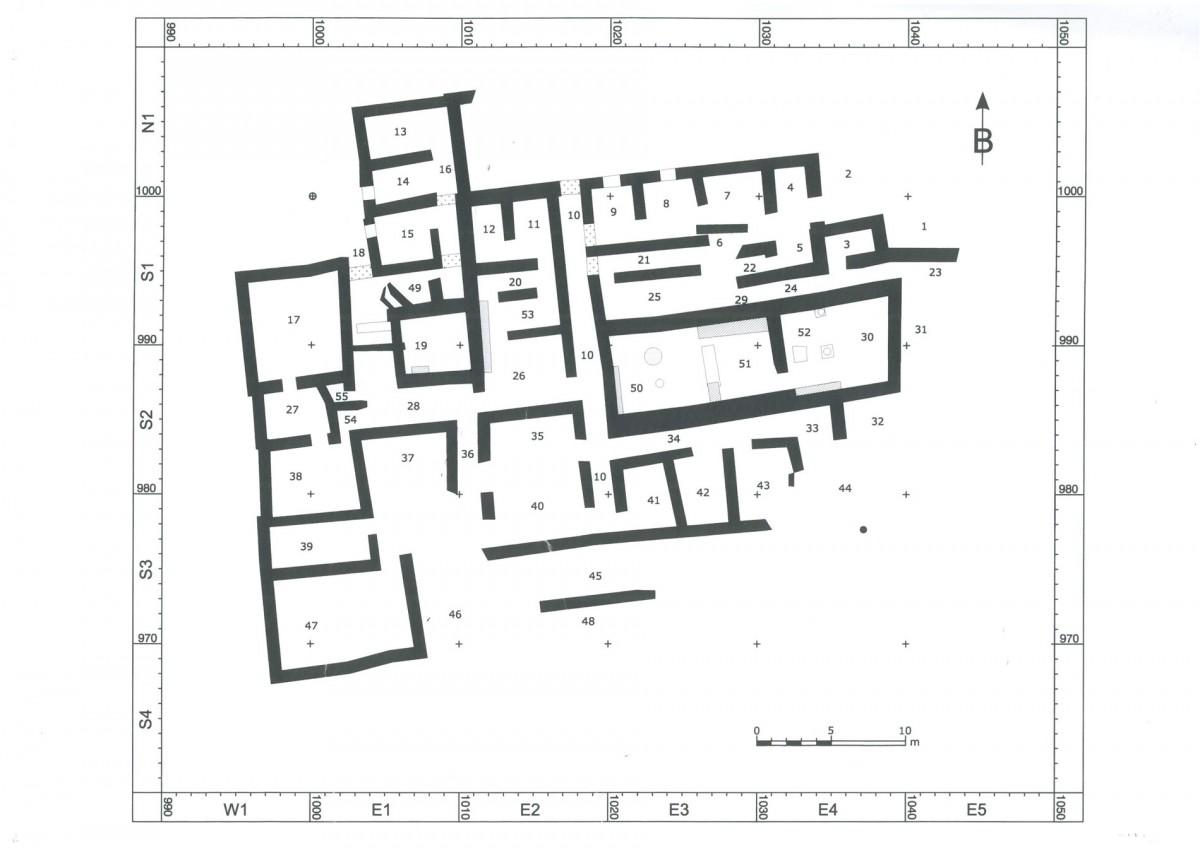 Εικ. 2. Το κτήριο, με πάνω από 55 ισόγειους χώρους, δεύτερο ή και τρίτο σε μεγάλο μέρος του χώρο, αποτελεί το μεγαλύτερο γνωστό οικιστικό κέντρο των μινωικών χρόνων πάνω στα βουνά.