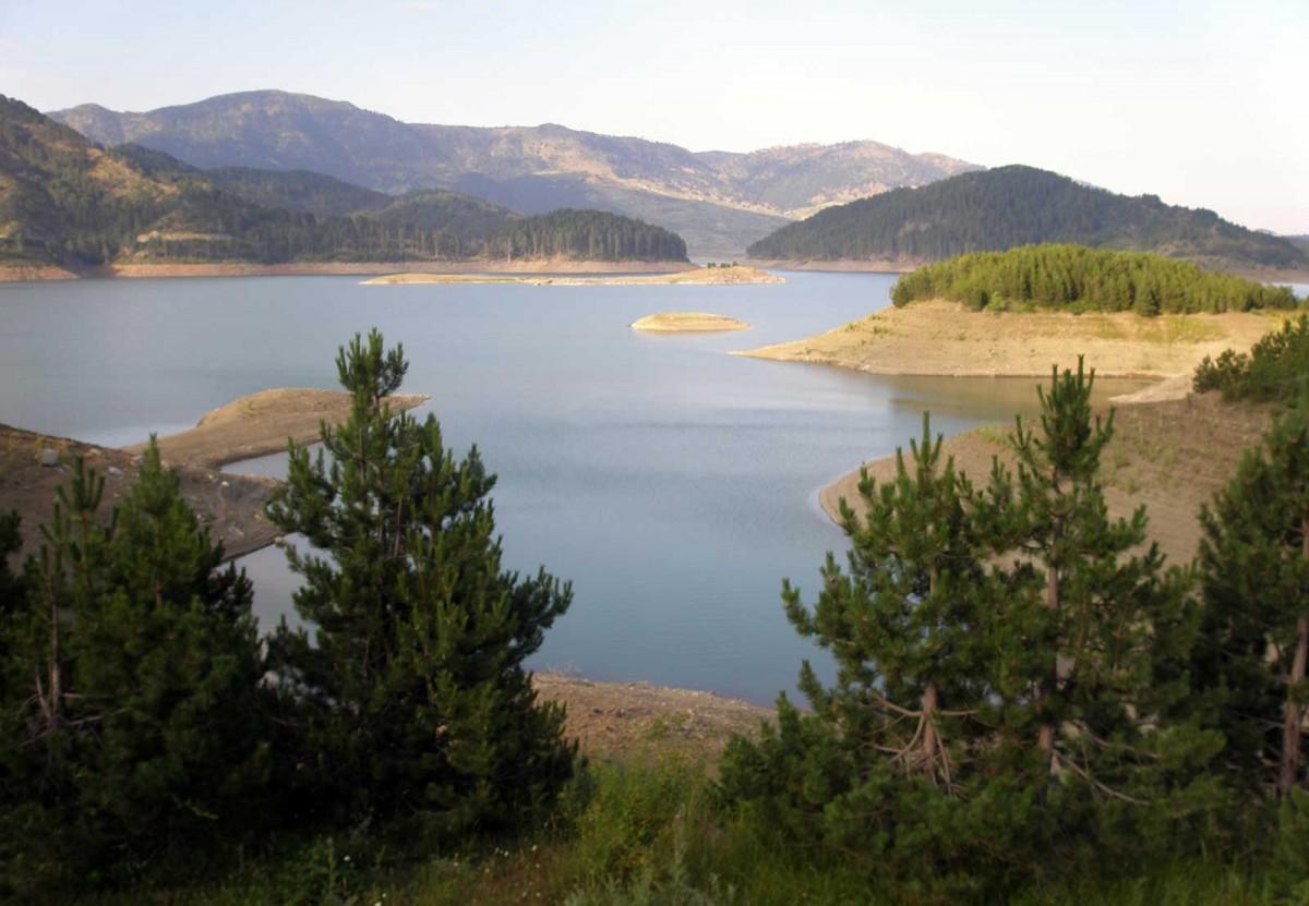 Εικ. 1. Η τεχνητή λίμνη των πηγών του ποταμού Αώου στα βόρεια του Μετσόβου. (Πηγή: αρχείο συγγραφέα)