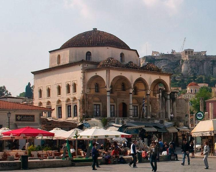 Το Τζαμί Τσισδαράκη, από όπου ο επισκέπτης θα ξεκινά το ταξίδι του στον νεότερο ελληνικό πολιτισμό.
