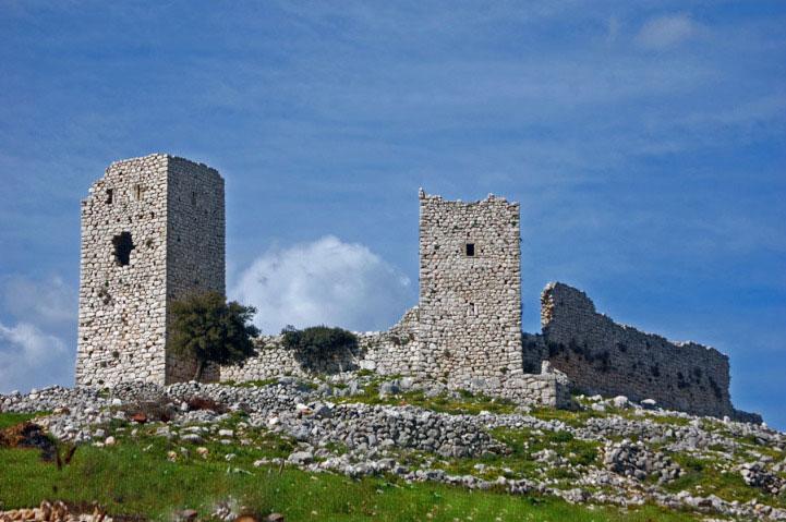 Το μεσαιωνικό Κάστρο Αγιονορίου στην Κορινθία.