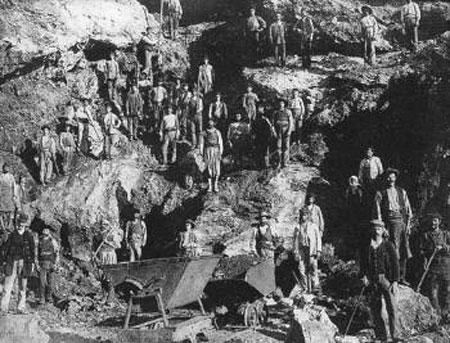Εικ. 2. Μεταλλωρύχοι στη Σέριφο το 1895.