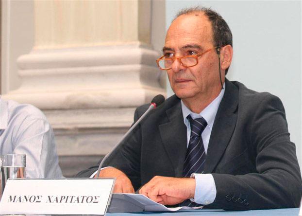 Ο Μάνος Χαριτάτος, συνιδρυτής και πρόεδρος του Ελληνικού Λογοτεχνικού και Ιστορικού Αρχείου.