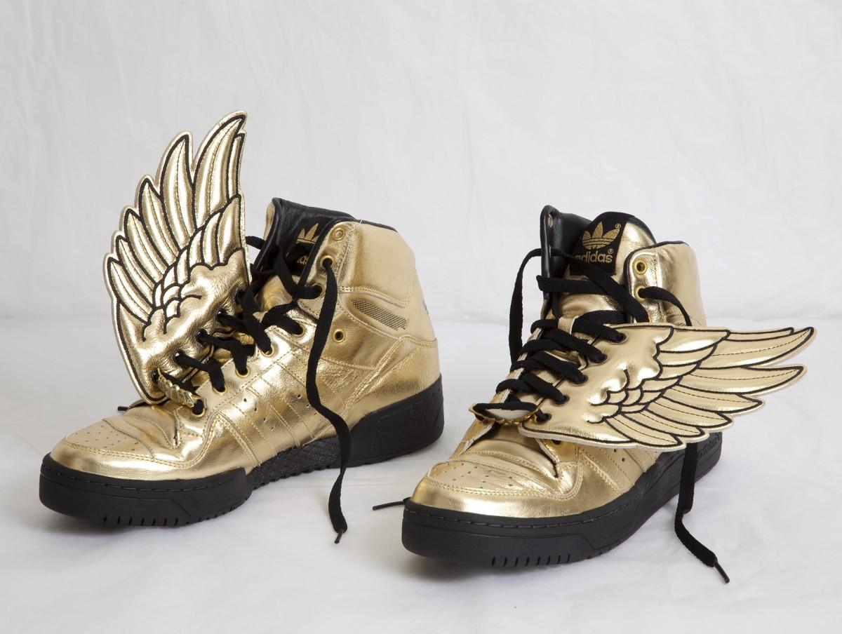 """Αθλητικά παπούτσια, Πελοποννησιακό Λαογραφικό Ίδρυμα """"Β. Παπαντωνίου"""""""
