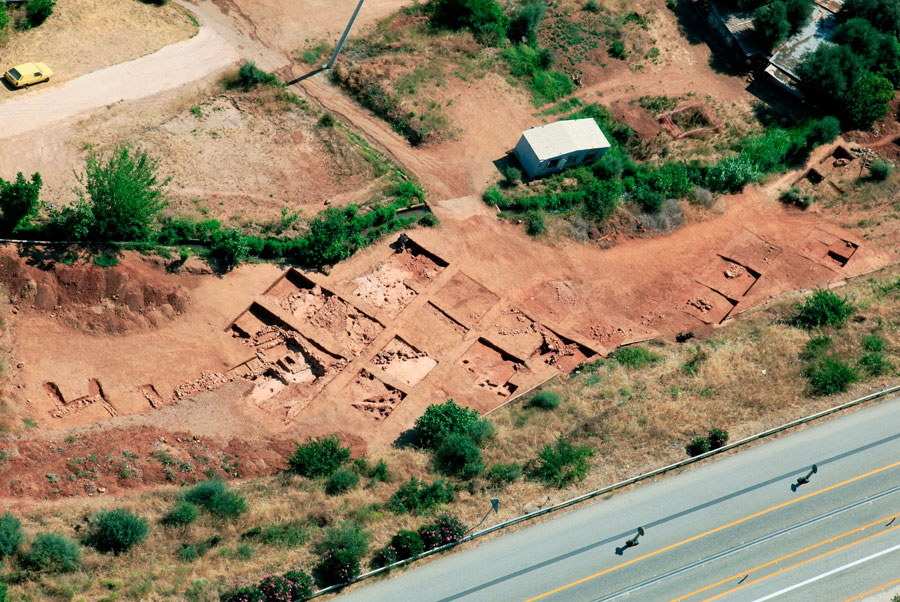 Εικ. 9. Αεροφωτογραφία του μυκηναϊκού οικισμού στα Νικολέικα.