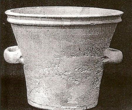 Εικ. 2. Η κυψέλη  «Ορεστάδα» (φωτ. από V.R. Anderson-Stojanovic / J.E. Jones, «Ancient beehives from Isthmia», Hesperia 4/71, 2002).