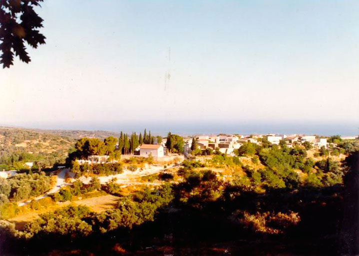 Εικ. 1. Το χωριό Αμνάτος από ΝΑ. (φωτ. Α. Μπροτζάκη-Σκάρπα)