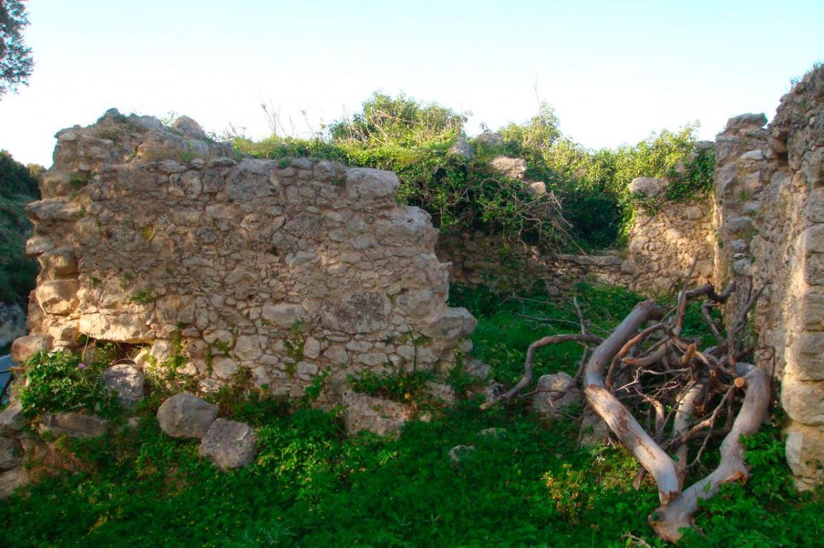 Εικ. 20. Ερείπια των προσκτισμάτων του μοναστηριού «στου Μερκούρη» (φωτ. Μ. Μιλιδάκης).