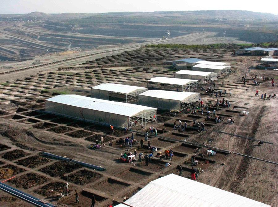 Oι σωστικές ανασκαφές στο Ορυχείο Αμυνταίου έφεραν στο φως πολυάριθμα ευρήματα και οικιστικές κατασκευές της Νεολιθικής Εποχής και της Εποχής του Χαλκού (φωτ.: ΚΘ' ΕΠΚΑ).