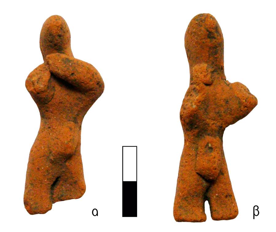 Εικ. 3. Μικροσκοπικά ειδώλια ανθρώπινων μορφών που φορούν ζώμα και χειρονομούν με τον ίδιο τρόπο. Ιερό Κορυφής Βρύσινα (ανασκ. Κ. Δαβάρα 1972-73): α) ΑΜΡ 16671, ΑΑ 1927, β) ΑΜΡ 16672, ΑΑ 1928.