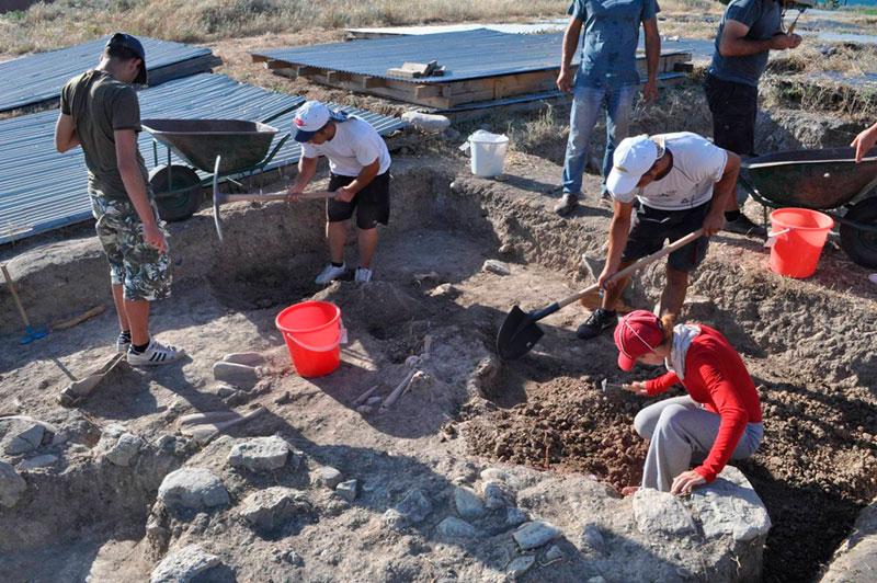 Από την πανεπιστημιακή ανασκαφή στον αρχαίο οικισμό που βρίσκεται στην τούμπα του πρώην στρατοπέδου Κόδρα στο Καραμπουρνάκι.
