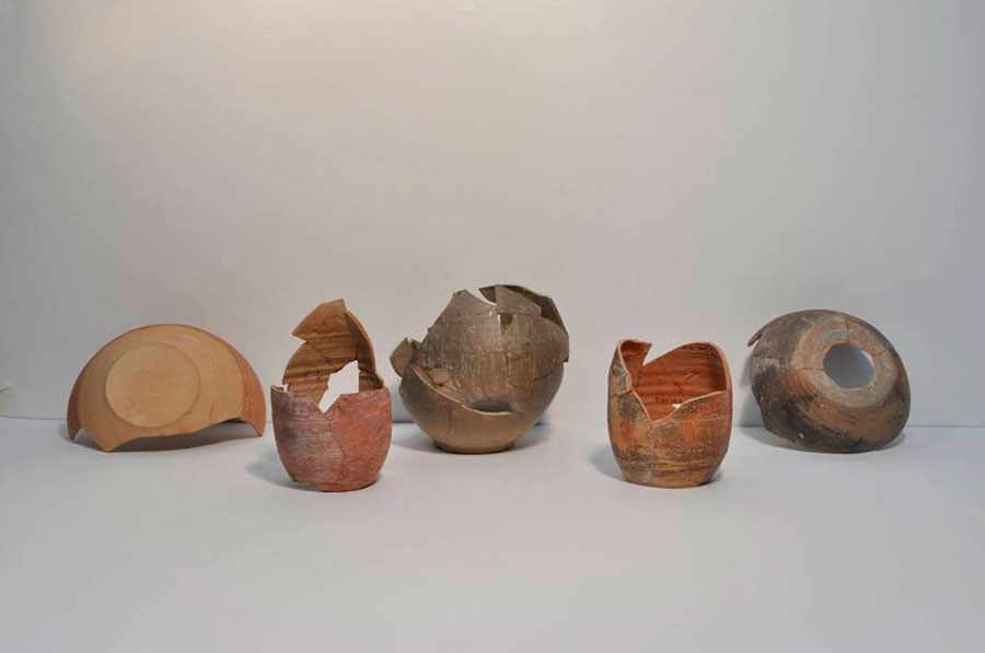 Ευρήματα ντόπιας κεραμικής από την ανασκαφή στον αρχαίο οικισμό που βρίσκεται στην τούμπα του πρώην στρατοπέδου Κόδρα στο Καραμπουρνάκι.