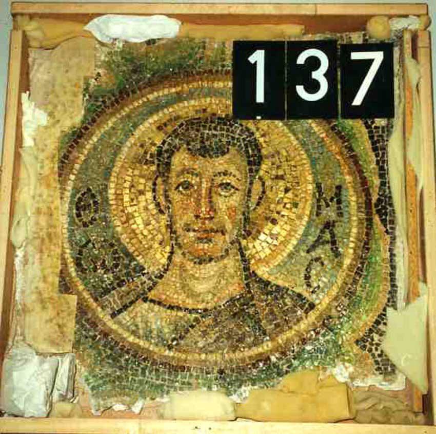 Ψηφιδωτό από το ναό της Παναγίας Κανακαριάς στη Λυθράγκωμη (πηγή: Spiegel).