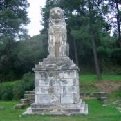 Το Λιοντάρι της Αμφίπολης αγναντεύει την αρχική του θέση στον Τύμβο Καστά