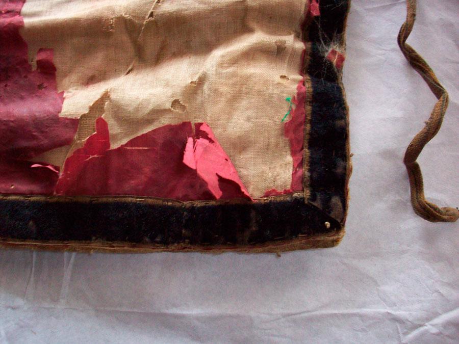 Εικ. 3. Λεπτομέρεια φθοράς στο πίσω μέρος, 2008 (φωτ. Χ. Καρύδης).