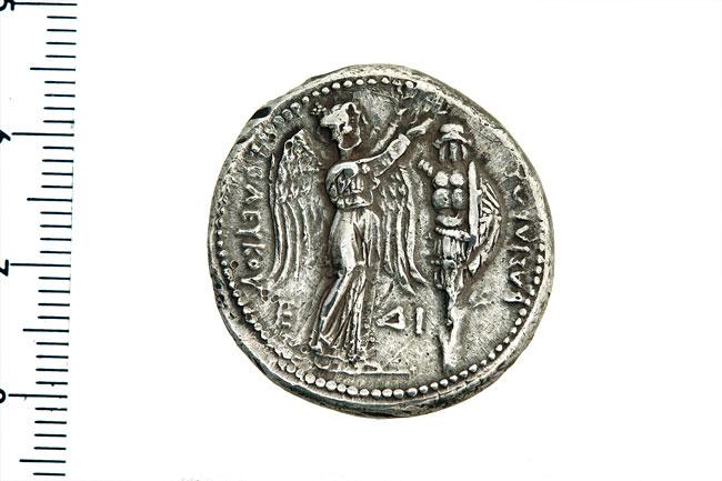 Εικ. 4. Σέλευκος Α'. Αργυρό τετράδραχμο. Οπισθότυπος. Νομισματική Συλλογή Alpha Bank 8714.