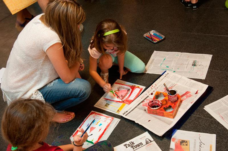 «Ο δικός μου ήρωας», Χριστίνα Ντεπιάν. Τα παιδιά δημιουργούν τούς δικούς τους σύγχρονους ήρωες και συνθέτουν αφίσες με τα δικά τους μηνύματα και συνθήματα στο Μουσείο Μπενάκη.