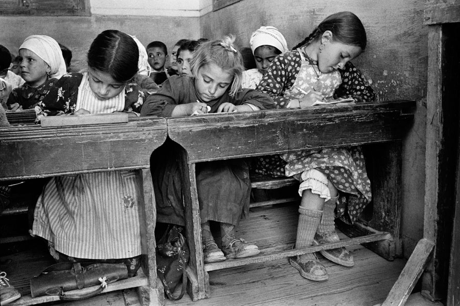 Το σχολείο, Όλυμπος, Κάρπαθος. © Κωνσταντίνος Μάνος/MAGNUM/AURION.