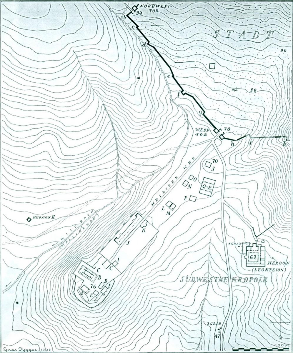 Πίν. 2. Σχεδιαγραμματική κάτοψη των κτισμάτων του Λαφριαίου Ιερού Καλυδώνος (Ε. Dyggve, Das Laphrion…, πίν. Xxxviii) (κλίμ.: 1:3000).