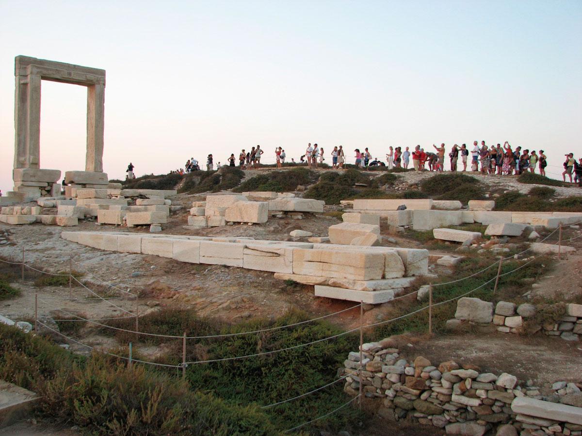 Ο ναός του Απόλλωνα (Πορτάρα) στη Νάξο (φωτ. Στ. Λεκάκης).