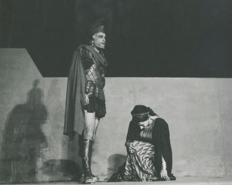 Εικ. 2. «Ιφιγένεια εν Αυλίδι», παράσταση Εθνικού Θεάτρου, 1957.