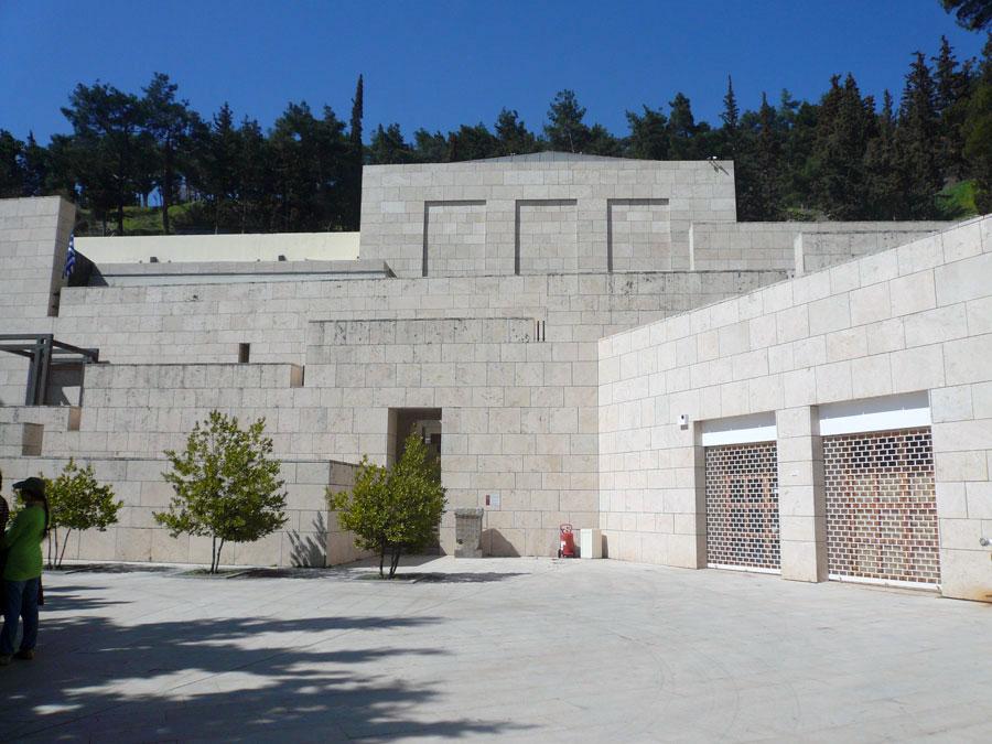 Άποψη του εξωτερικού του Αρχαιολογικού Μουσείου Δελφών.