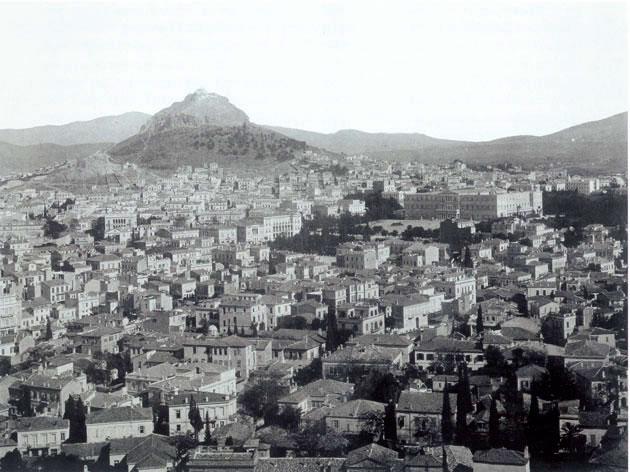 Άποψη της Αθήνας με τα ανάκτορα στο βάθος.