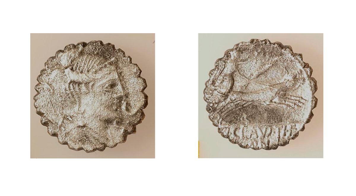 Εικ. 11. Ασημένιο ρωμαϊκό νόμισμα του 79 π.Χ. αφιέρωμα στο ιερό του Απόλλωνος και της Αρτέμιδος. Έχει κοπεί από τον Τιβέριο Κλαύδιο Νέρωνα και φέρει στην πρόσθια όψη κεφαλή Αρτέμιδος (Diana).