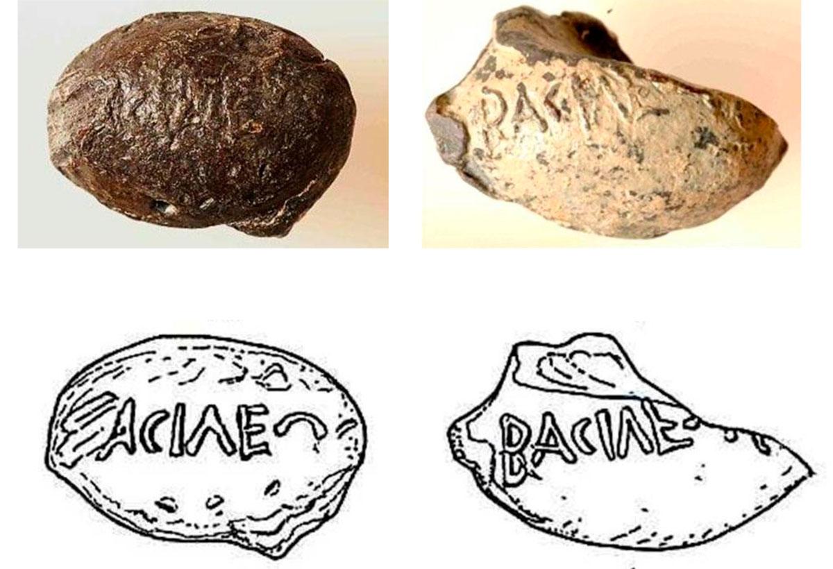 Εικ. 41. Μολυβδίδες του τέλους του 3ου αι. π.Χ. που φέρουν την επιγραφή Βασιλέως. Το ερώτημα που τίθεται είναι ποιος είναι ο αναφερόμενος «βασιλεύς» ο οποίος, από την κατάσταση στην οποία βρέθηκαν οι μολυβδίδες (όσες έχουν βρεθεί στο εσωτερικό της οχύρωσης είναι χτυπημένες, ενώ όσες βρέθηκαν έξω από τα τείχη είναι ακέραιες), φαίνεται ότι είχε επιτεθεί στο φρούριο. Από το είδος των μολυβδίδων πιθανότερος «βασιλεύς» είναι ο Νάβις της Σπάρτης, ο οποίος είχε ενεργή ανάμιξη στις κρητικές υποθέσεις και είχε προσπαθήσει να επιβληθεί στη θαλάσσια περιοχή.