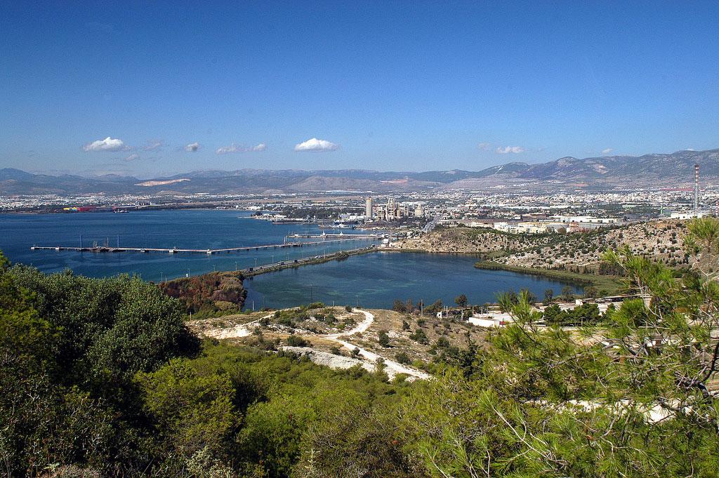 Εικ. 10. Η λίμνη Κουμουνδούρου από το λόφο της Ηχούς (2008). Από συλλογή φωτογραφιών του συλλόγου Διαρκής Kίνηση Χαϊδαρίου.