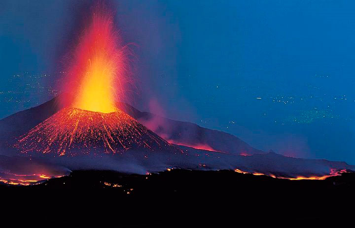 Η Αίτνα, το μεγαλύτερο ενεργό ηφαίστειο στην Ευρώπη και τη Μεσόγειο.