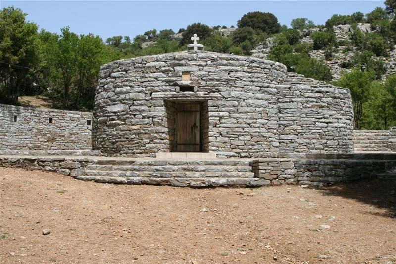 Το εκκλησάκι του Αγίου Υακίνθου στα Ανώγεια της Κρήτης.