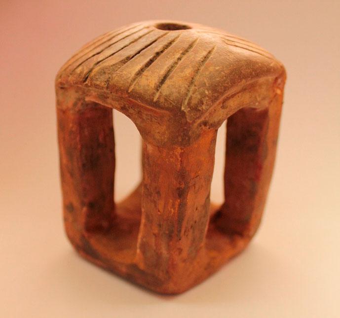 Ένα από τα αρχαία αντικείμενα που κατείχε παράνομα ένας 53χρονος αρχαιοκάπηλος που συνελήφθη στη Μαρίνα Φλοίσβου (φωτ. Ελληνική Αστυνομία).