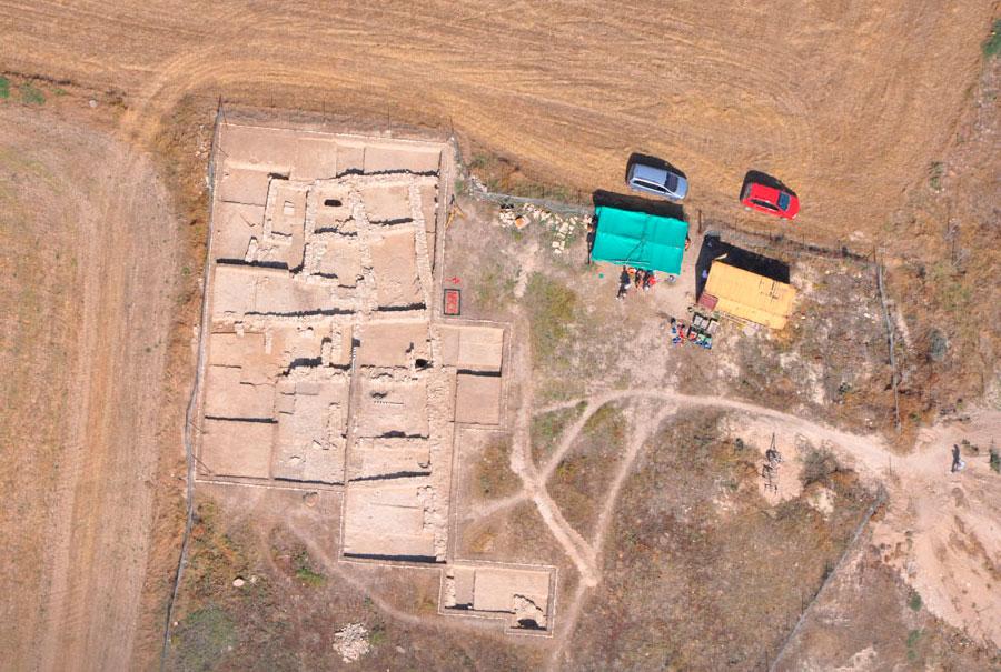 Άποψη της ανασκαφής στη θέση Χαλά Σουλτάν Τεκκέ, κοντά στο διεθνή αερολιμένα της Λάρνακας (2012, Τμήμα Αρχαιοτήτων Κύπρου).
